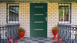 Двери парадные в дом одностворчатые